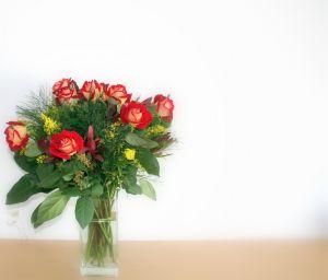 roze w wazonie